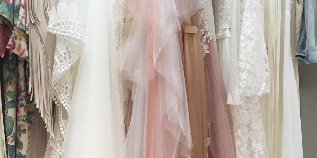 Suknie ślubne boho, suknia ślubna boho, koronkowe suknie ślubne, koronkowa suknia ślubna, suknia ślubna szczecin, suknie ślubne szczecin, Salon sukni ślubnych szczecin, Salon sukien ślubnych szczecin, Szycie sukni ślubnych szczecin, Suknie ślubne szycie szczecin, Suknie ślubne na miarę szczecin, Suknie ślubne boho szczecin, Suknie boho szczecin, Najpiękniejsze suknie ślubne szczecin, lekkie suknie ślubne, wygodne suknie ślubne, Nowoczesne suknie ślubne, Pracownia krawiecka szczecin, Pracownia sukni ślubnych szczecin